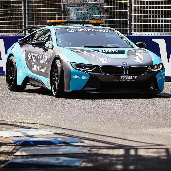 BMW i8 Turun Sirkuit Sebagai Formula E Safety Car