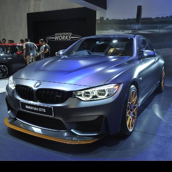 BMW M4 GTS Coupe tampil memukau di GIIAS 2016