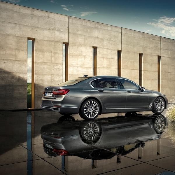 BMW Seri 7 Sabet Penghargaan di World Luxury Car Award 2016
