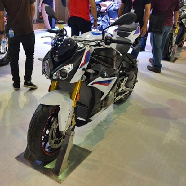 BMW Motorrad Hadirkan Motor Buas BMW S1000R untuk Indonesia