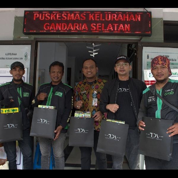 TDA Luxury Toys Bagikan 1000 Botol Handsanitizer dan 500 Masker ke 4 Titik Di Jakarta
