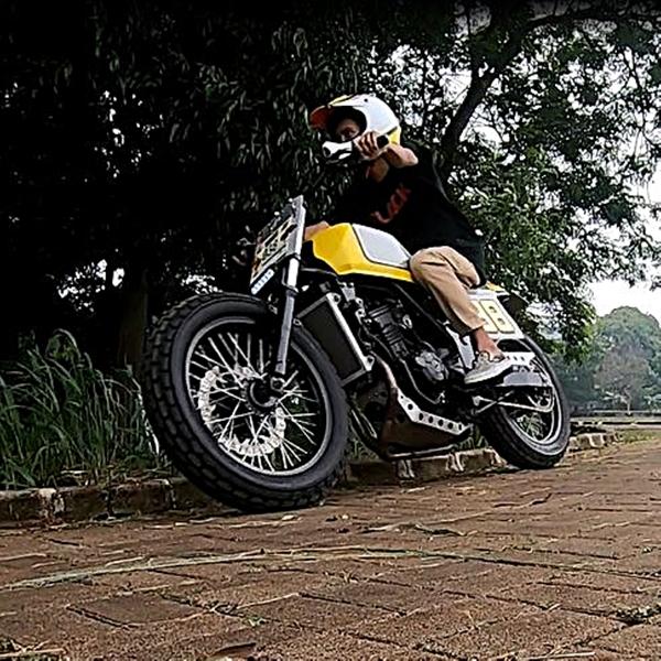 Kawasaki Ninja 250 FI, Flat Tracker Sang Penakluk