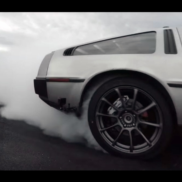MARTY DeLorean Terlahir Kembali Sebagai Autonomous Drifting