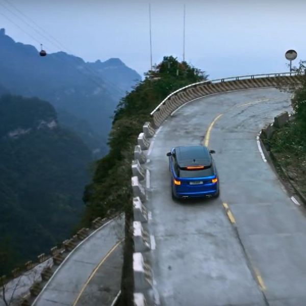 Range Rover Sport SVR Kalahkan Catatan Ferrari 458 di Tianmen Road
