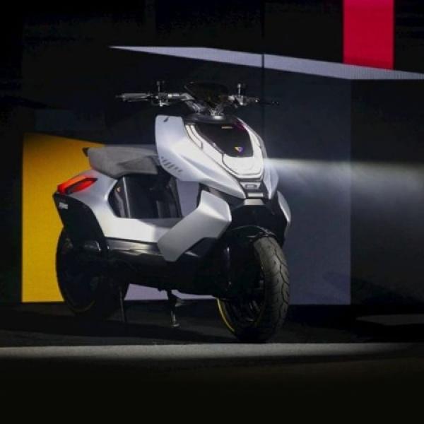 CFMoto Luncurkan Merek Sepeda Motor Listrik Zeeho Cyber