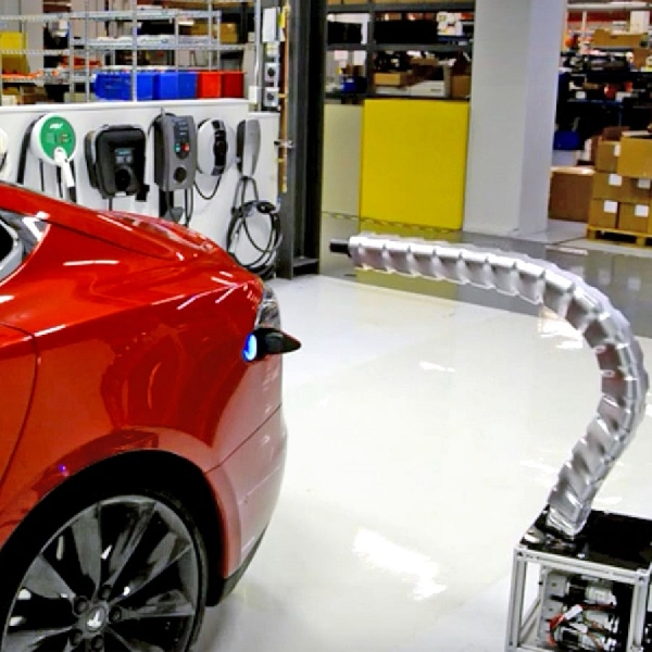 Charger Robot Ular Tesla Masih Eksis?