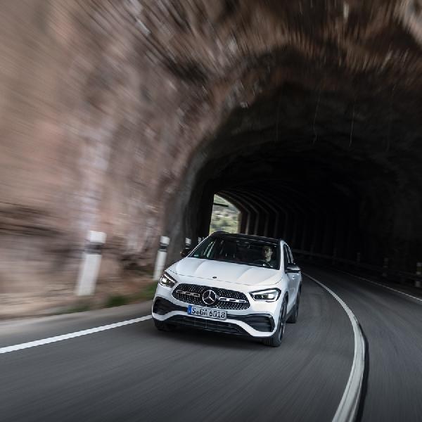 The New Mercedes-Benz GLA: Lebih Berkarakter, Lebih Luas, Lebih Aman
