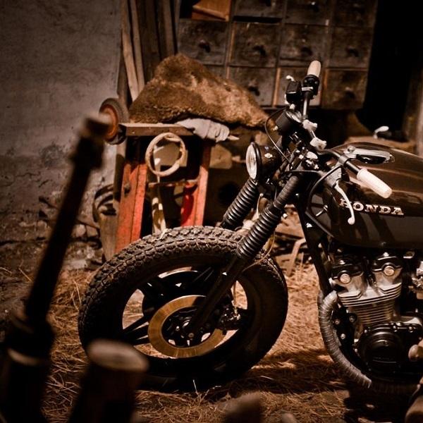 """Dark Brownie"", Manifestasi Keanggunan Mekanik Honda CB750K"