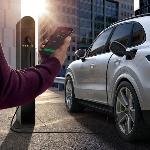 Paket Lengkap Elektrifikasi Khas Porsche