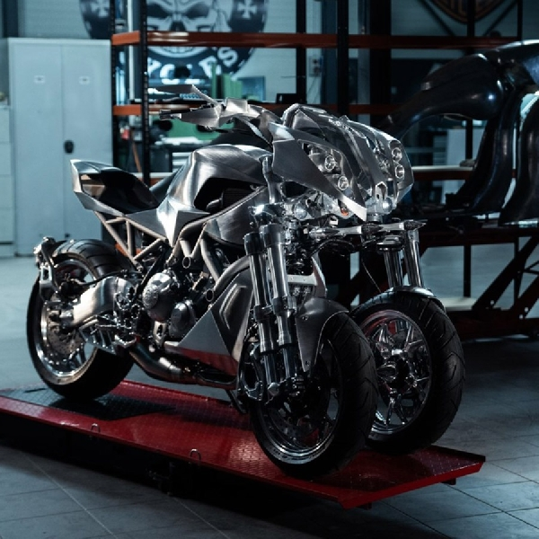 Modifikasi Yamaha Niken, a Mechanical Sculpture Rebut Craziest Bike Award