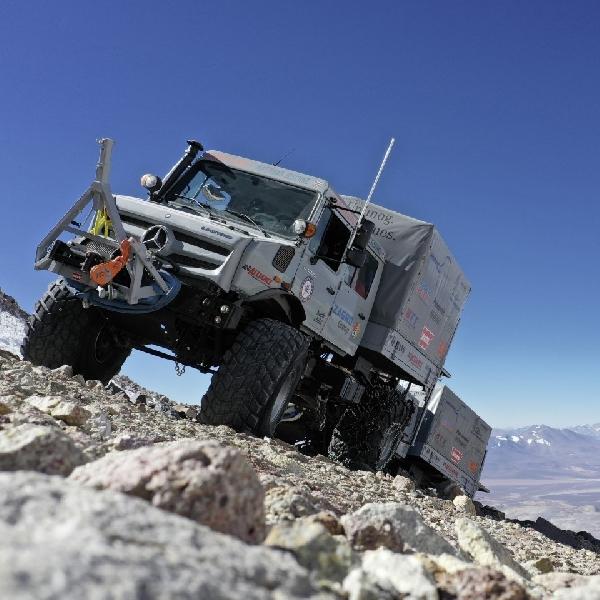Ekspedisi Unimog U 5023 Menaklukkan Gunung Berapi Tertinggi di Dunia