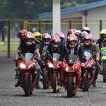 Kawasaki Dealer Community Kembali Gelar Kawasaki Racing Line