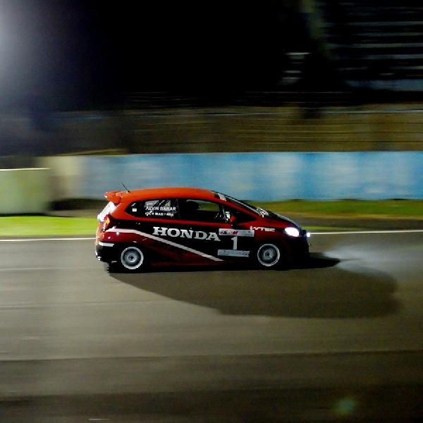 Alvin Bahar Rebut Kembali Gelar Juara ISSOM Night Race