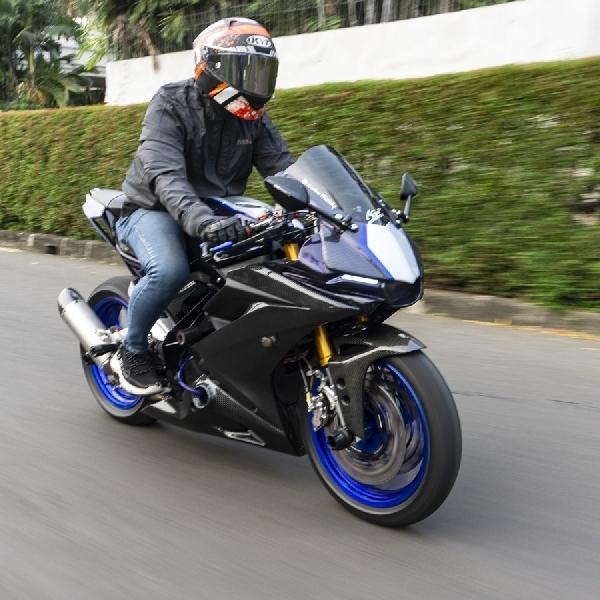 Modifikasi Yamaha R15, Naik Kasta Menjadi R1 Look