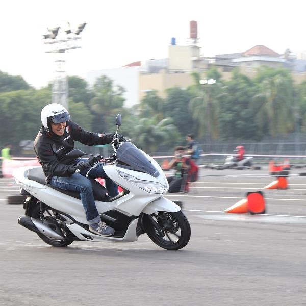 Skutik Premium Honda PCX Pikat Ribuan Konsumen