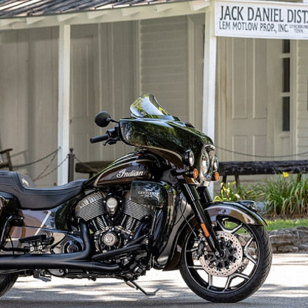 Edisi Spesial Blacked-Out Beauty, Indian Motorcycle Bermitra Dengan Jack Daniels