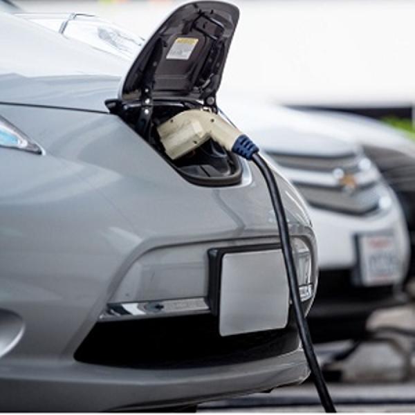 Regulasi Kendaraan Listrik Diteken, Pengisian Baterai Bisa di Perumahan
