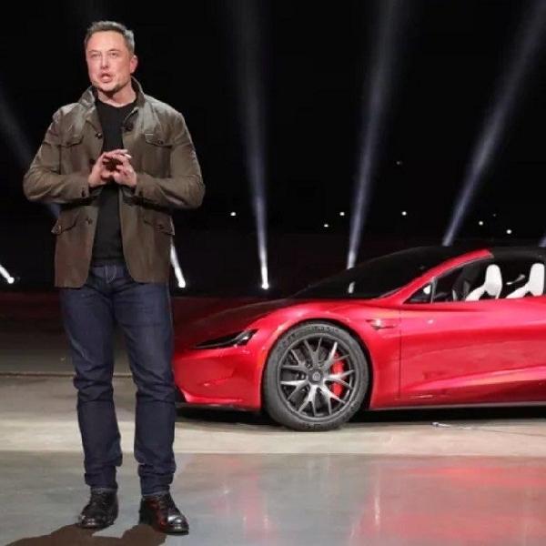 Elon Musk Klaim Mobil Tesla Buatannya Nyaris Mencapai Level 5
