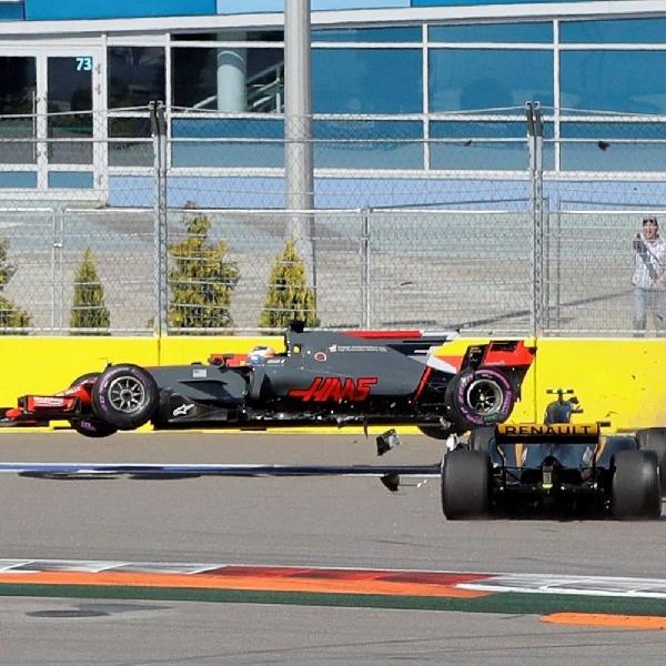 F1: Terlibat Kecelakaan - Palmer dan Grosjean tetap saling menyalahkan