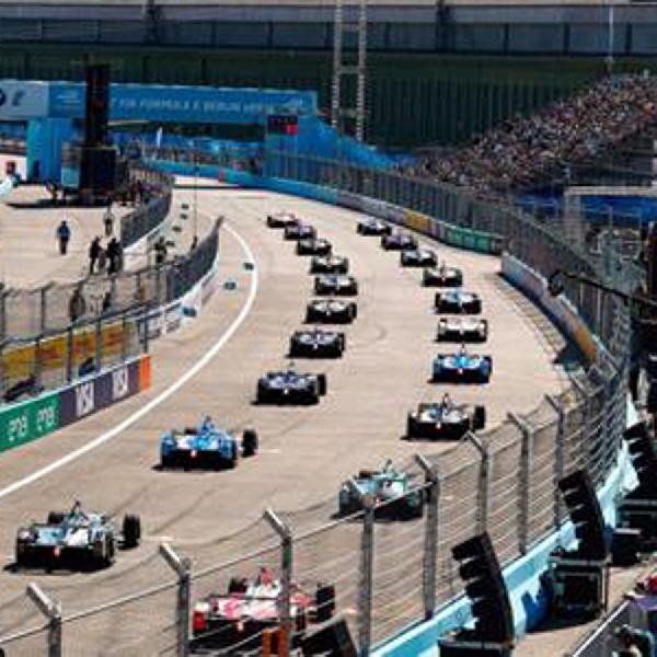 Paus Fransiskus Sambut Para Pembalap Formula E