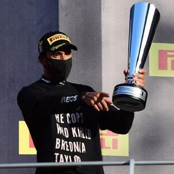 F1: FIA Tidak Lakukan Investigasi Terkait Kaus Kontroversial Lewis Hamilton