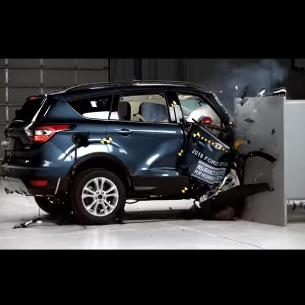IIHS Sebut Ford Escape Nilai Terendah Dalam Uji Tabrak untuk Crossover