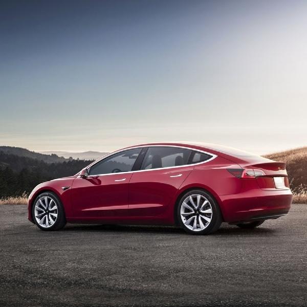 Fitur Terbaru untuk Software Tesla Model 3