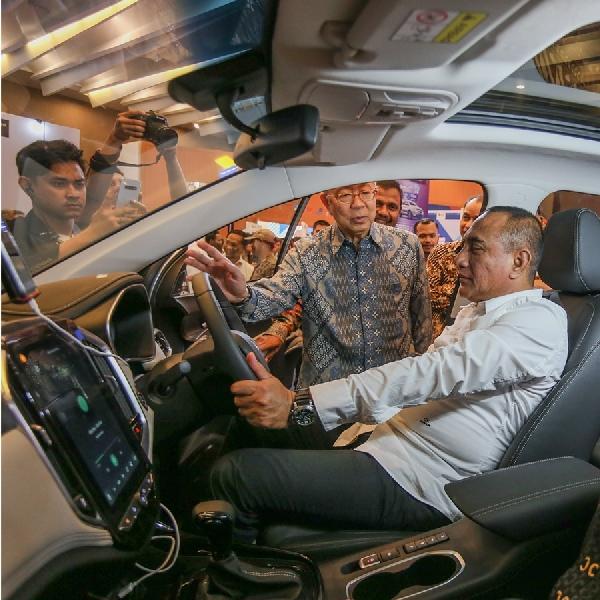 Wuling Motors Sapa Warga Medan di GIIAS Medan 2019