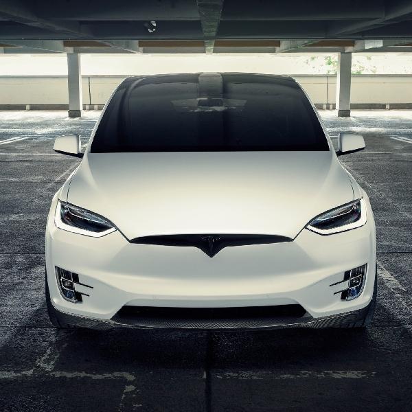 Tampilan Interior Tesla Model X dan S