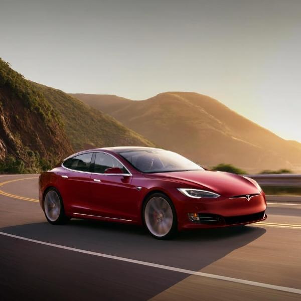 Atur Pemanas Mobil Tesla Hanya Dengan Ponsel