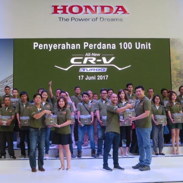 Honda Serahkan CR-V Turbo Kepada Pelanggannya