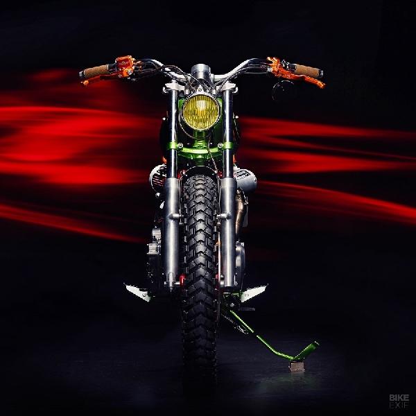 Snake Charmer, Honda XBR500 Bergaya 'Anaconda'