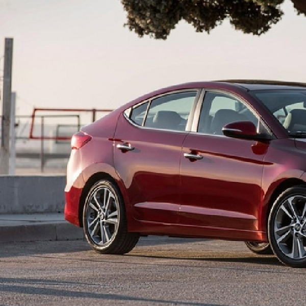 Hyundai Elantra Sport Siap Tantang Honda Civic Si