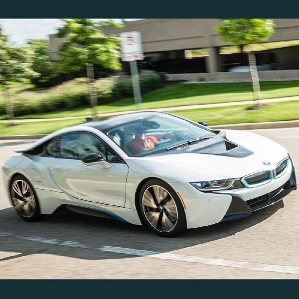 BMW Tengah Membahas Kelahiran Generasi Kedua i8