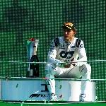 Pierre Gasly Juara di GP Italia, Hamilton Penalti, Ferrari Merana