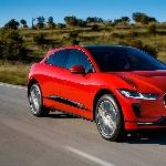 Jaguar I-PACE dinobatkan sebagai 'Kendaraan Listrik Terbaik'