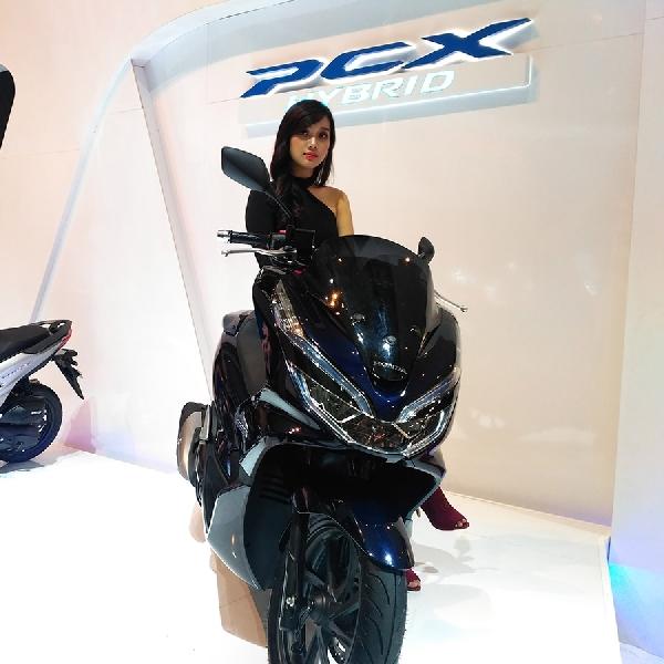 Honda Perkenalkan PCX Hybrid Pertama di Dunia