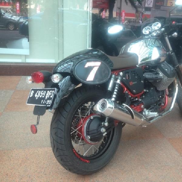 Kencan Sejenak Bersama Moto Guzzi V7ii Racer