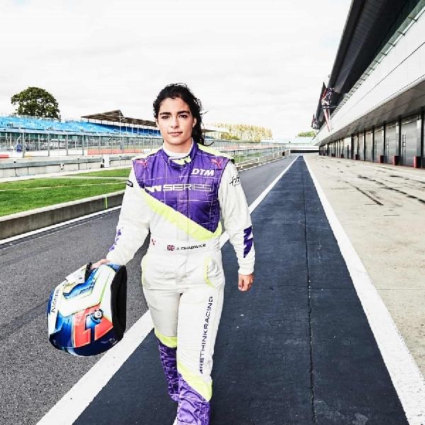 F1: Jamie Chadwick Ingin Jadi Pembalap Wanita F1 Pertama dalam Beberapa Tahun ke Depan