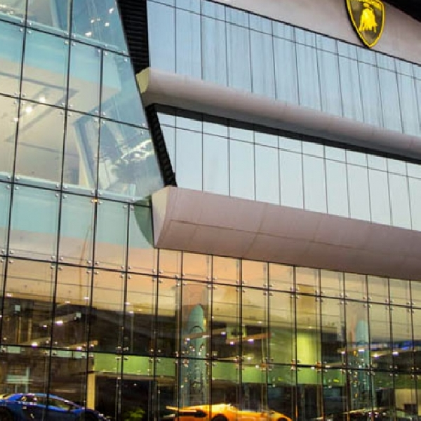 Lamborghini Resmikan Showroom Terbesar di Dubai