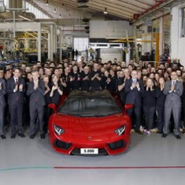 Lamborghini Rayakan Produksi Aventador yang Menyentuh Angka 5.000 Unit