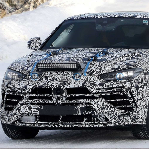 Lamborghini Urus Evo Pertahankan Facelift Tersembunyi