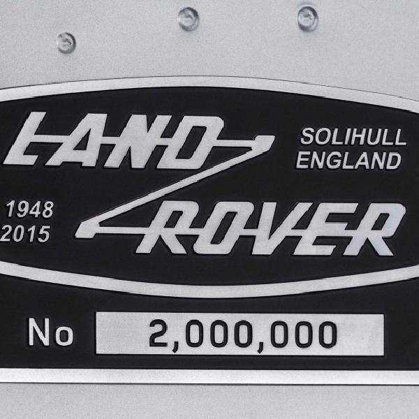 Land Rover Defender 2.000.000 Terjual dengan Harga Fantastis