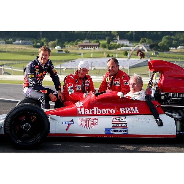 Lewis Hamilton Selevel Ayrton Senna?
