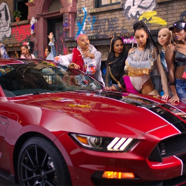Ford Mustang Jadi Idola Little Mix