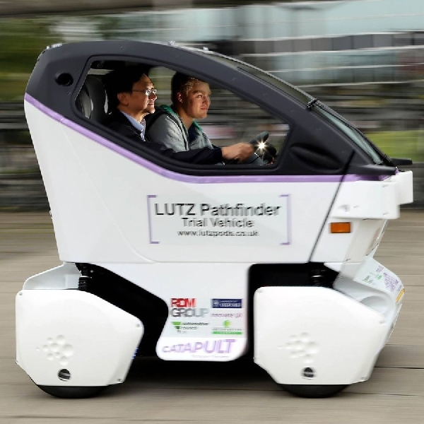 Uji Coba Mobil Mini Self Driving di Jalan Raya