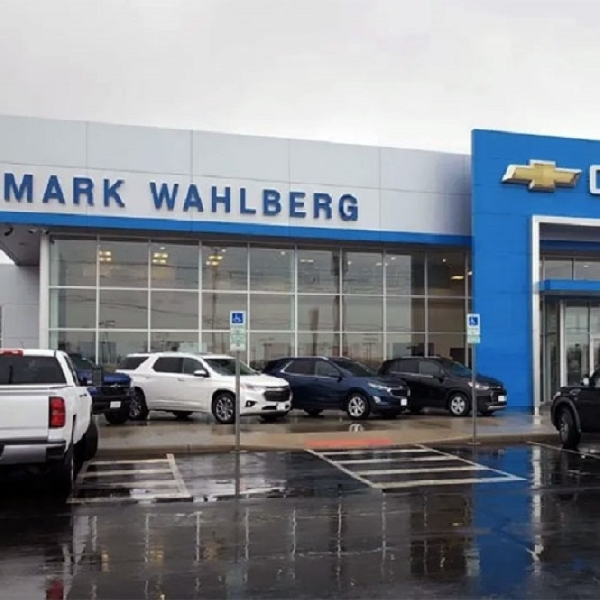 Aktor Mark Wahlberg Beli Dealer GM Kedua di Ohio