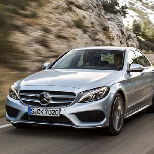 Masalah Power Steering, Mercedes Benz Recall C-Class 2015