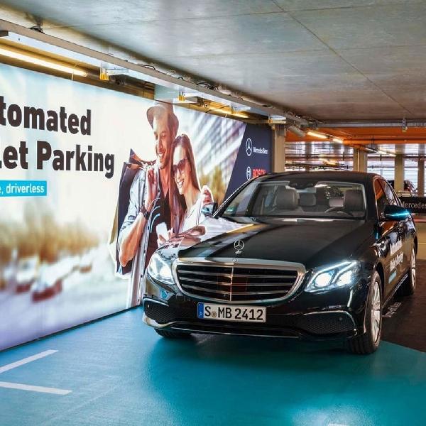 Mercedes-Benz Bisa Parkir Sendiri
