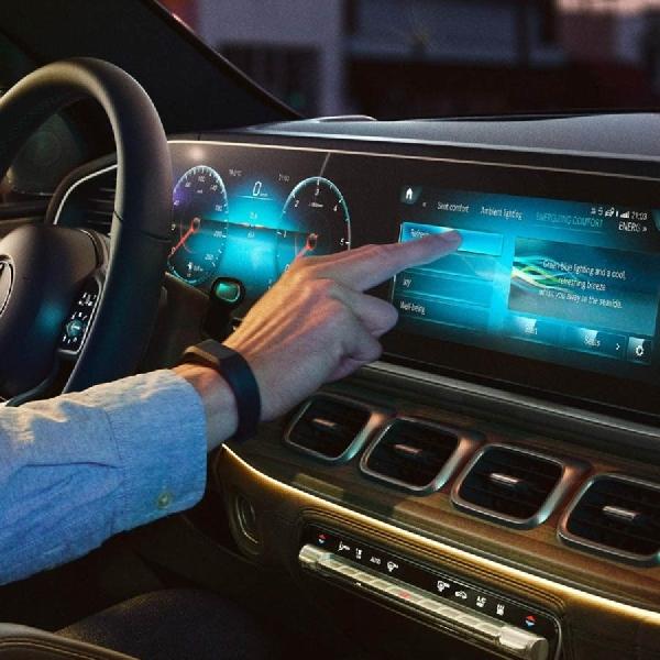 Mengesankan! Inilah Mercedes-Benz MBUX Hyperscreen